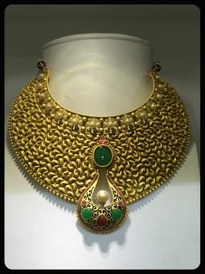 gold plate collar